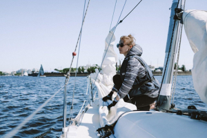 «Хочу, чтобы утраченная традиция ходить по морю вернулась в нашу жизнь». Горожане рассказывают, как увлеклись яхтингом и может ли он стать визитной карточкой Петербурга