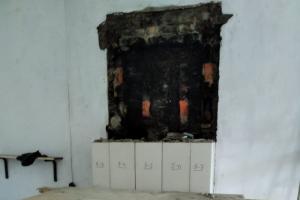 Петербуржец разобрал три изразцовые печи в квартире на улице Правды и передал их новым хозяевам. Ранее он пытался продать печь с дачи Масленникова