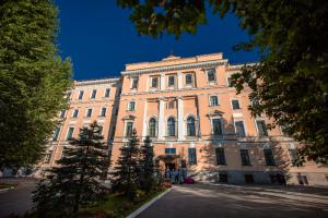 Десятки студентов духовной академии в Петербурге заболели коронавирусом