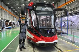 В Петербурге представили первый в России алюминиевый трамвай. Вот как он выглядит