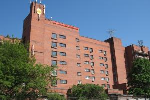 «Фонтанка» выяснила, что в Боткинской больнице хотели снизить зарплаты врачам. В учреждении заявили об отказе от этой идеи