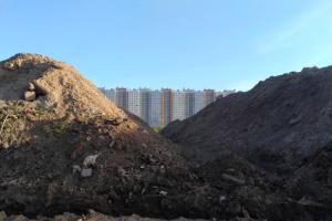 В Петербурге возбудили уголовное дело из-за свалки, нанесшей природе ущерб в 1,4 миллиарда рублей. Летом там нашли отходы с площадки разрушенного СКК