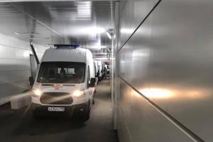 В Петербурге снова заметили очереди из скорых. Сразу в три больницы, где еще остались койки для пациентов с COVID-19