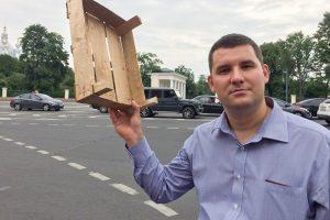 Петербургского борца снезаконной торговлей избили удома, а его машину сожгли. Активист рассказывает онападениях иреакции МВД