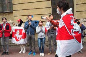 В Петербурге второй месяц ежедневно проходят акции солидарности с протестующими в Беларуси. Как и зачем местное землячество их устраивает