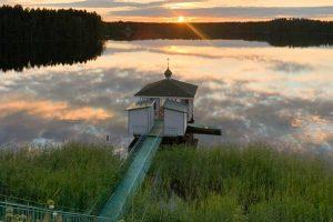 Что смотреть на Русском Севере. Маршрут из Петербурга на один день — средневековая церковь у озера, розовые сады и деревянный конструктивизм