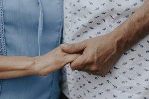 Как поддержать пожилых людей — своих близких и подопечных фондов? Что для них важно на самом деле? Инструкция