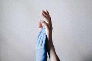 Минздрав разрешил использовать вне больниц два препарата против COVID-19