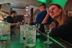 У «Pop-up Театра» — новый барный спектакль. Там выпивают, слушают джаз и рассуждают о роли алкоголя в истории человечества