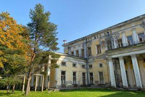Из Петергофа в Ораниенбаум — этот веломаршрут идеально подходит для осени. По пути пейзажный парк, собор и гавань