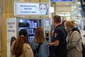 В Петербурге пообещали усилить контроль за соблюдением масочного режима. Что известно о проверках в метро, ТЦ и на Рубинштейна