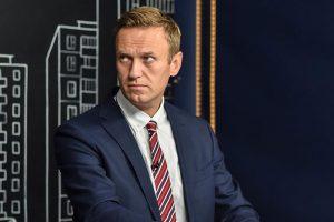 Песков заявил, что Навальный работает с ЦРУ и обвинил его в оскорблении Путина