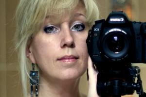 В Нижнем Новгороде главред издания «Коза Пресс» Ирина Славина подожгла себя у здания МВД. Обновлено