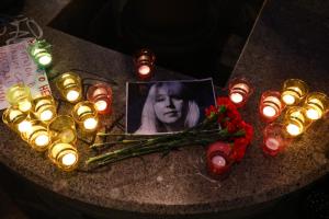 В центре Петербурга активисты зажгли свечи в память о погибшей нижегородской журналистке Ирине Славиной