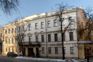 Суд обязал привести в порядок входную группу в доме Винберга в Кронштадте, который является памятником архитектуры