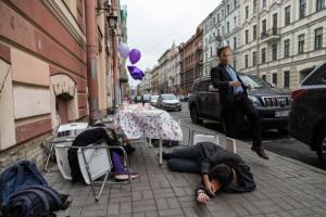 В Петербурге на активистов «Весны» составили протоколы из-за акции с чаепитием в честь дня рождения Путина