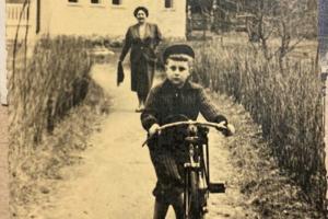 Петербуржец нашел старинные семейные фотоальбомы спустя 20 лет после их пропажи. Это случилось благодаря блогу о дореволюционных квартирах