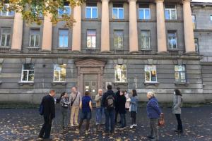 Градозащитники провели пикеты у здания НИИ целлюлозно-бумажной промышленности. Они опасаются сноса объекта сталинского неоклассицизма