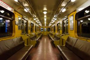 В петербургском метро больше не будет ездить советский вагон с желтым салоном. Его пробег составил почти 7 млн километров