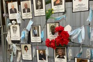 «Доктор Питер» создал онлайн-мемориал умершим во время пандемии врачам. Там уже можно прочитать истории 37 медиков