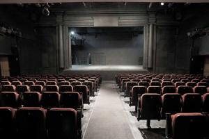 В Петербурге снова массово отменяют мероприятия. Какие концерты и спектакли перенесли в БДТ, А2 и на других площадках и как на это реагируют организаторы