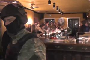 Петербургский спецназ пришел с рейдом в «Скотный двор». В МВД заявили, что там нашли кокаин