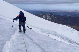 Петербурженка пропала во время восхождения на Эльбрус, ее ищут больше недели. Организатора похода критикуют из-за недостатка инструкторов