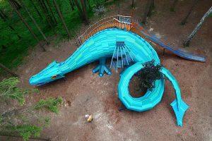 Представьте, что детская площадка — это замок с тайниками или дракон с движущимися крыльями. Такие объекты делает петербургская мастерская Paraneba