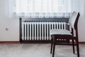 «Ожидание: дали отопление. Реальность: отключили горячую воду». Как одни петербуржцы жалуются на холодные батареи, а другие — на жару
