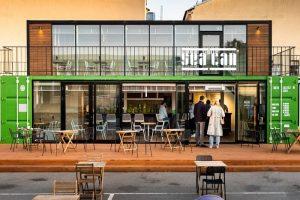 Во дворе Василеостровского рынка открыли ресторан Sea Can. Он находится в морском контейнере, а меню разработал шеф Kuznya House