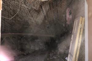 В квартире на Васильевском острове обрушился потолок, из здания эвакуировали 15 человек. Обновлено