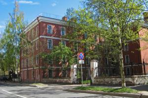 Кронштадтский суд оштрафовал Минобороны из-за повреждения здания Служительского флигеля. Его построили в XVIII веке