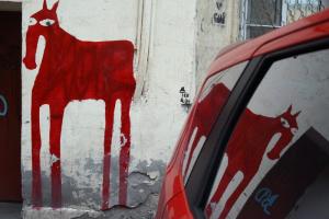 Жители Васильевского острова попросили не закрашивать популярный стрит-арт с лошадью