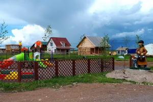Вы знали, что под Петербургом есть свое Простоквашино? Это коттеджный поселок с улицами в честь Печкина и Матроскина