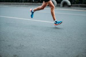 Сколько нужно тренироваться и гулять, чтобы поддержать здоровье? ВОЗ выпустила новые рекомендации для взрослых и детей