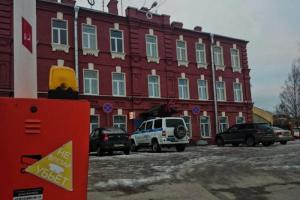 В Петербурге суд дал условный срок полицейскому, признавшемуся в избиении задержанных и получении взяток. Он находил наркотики у горожан без присутствия понятых