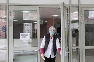 «Нет сил даже сопереживать». Петербургские участковые терапевты — о лечении пациентов в пандемию, квотах на тесты и переработках