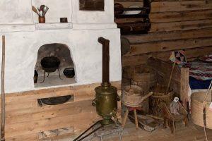 Съездите в музей вепсского быта под Винницами, созданный местной учительницей. Экспонаты она вместе с учениками собирала по заброшенным деревням