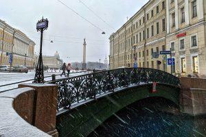 Это вообще лето или зима? Попробуйте угадать время года в Петербурге по фото (и пусть вас не смущают снег и цветы)
