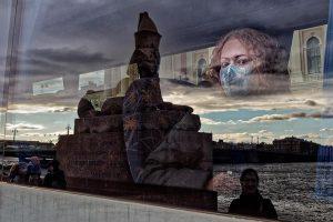 Как Петербург переживает новый коронавирусный кризис. Стационары перегружены, врачи жалуются на неэффективную работу скорых, пик заболеваемости ждут к декабрю