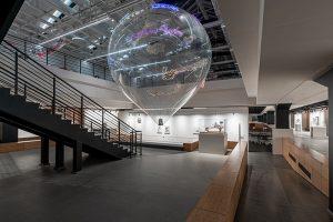 В «Манеже» — зеркальный лабиринт, аэростат и другие работы корейской художницы Ли Бул. Посмотрите, как выглядит выставка «Утопия Спасенная»