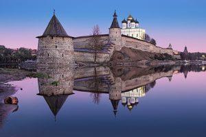 Чем заняться в Пскове? Приезжайте посмотреть на старинные церкви и башню с призраками