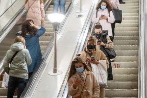 В Петербурге обсуждают новые ограничения из-за коронавируса. Что, снова всё закроют? Отвечаем на главные вопросы о запретах в городе