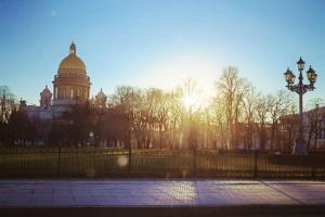 В Петербург наконец-то вернулось солнце (похоже, на несколько дней)! Только посмотрите, как преобразился город и как радуются гуляющие люди