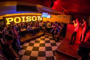 В Петербурге опечатали двери семи баров, нарушивших запрет на работу после 23 часов. Партнер заведений говорит, что они уже открыты