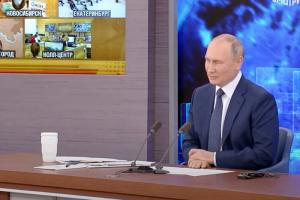 Путин, отвечая на вопрос о закрытых границах, предложил туристам приехать в Петербург. Ранее Смольный попросил россиян воздержаться от поездок в город