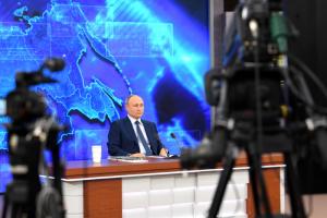 Семьям с детьми до семи лет выплатят по пять тысяч рублей на ребенка, заявил Путин