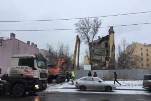 В Петербурге на Воронежской улице снесли историческое здание. В феврале активисты добились отмены разрешения КГИОП на его снос