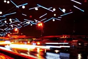 Дворцовый мост украсили к Новому году в стиле «северного сияния». На оформление потратили 12 млн рублей
