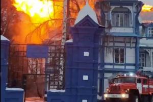 В Ленобласти произошел пожар в усадьбе Пименовых-Шараповых, построенной в XIX веке. Пострадавших нет
